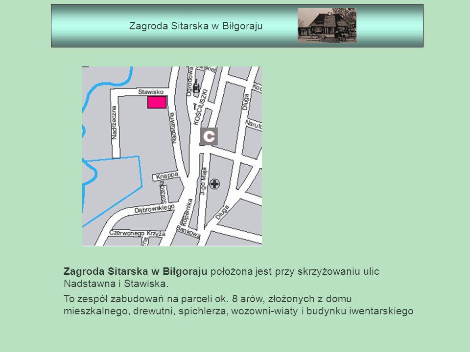 Zagroda Sitarska w Biłgoraju Zagroda Sitarska w Biłgoraju położona jest przy skrzyżowaniu ulic Nadstawna i Stawiska. To zespół zabudowań na parceli ok