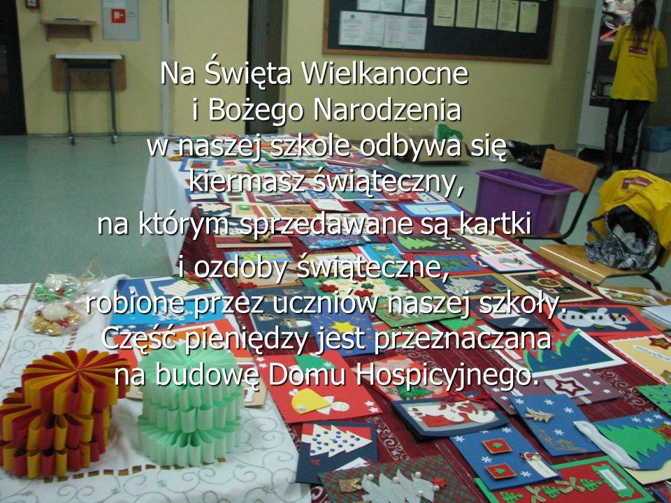 Na Święta Wielkanocne i Bożego Narodzenia w naszej szkole odbywa się kiermasz świąteczny, na którym sprzedawane są kartki i ozdoby świąteczne, robione