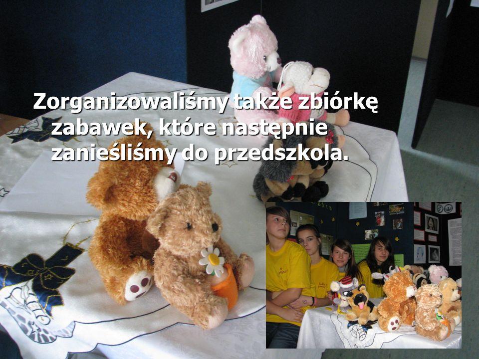 Zorganizowaliśmy także zbiórkę zabawek, które następnie zanieśliśmy do przedszkola.