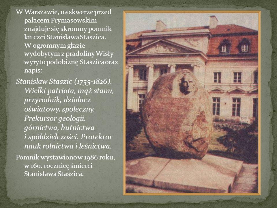 W Warszawie, na skwerze przed pałacem Prymasowskim znajduje się skromny pomnik ku czci Stanisława Staszica. W ogromnym głazie wydobytym z pradoliny Wi