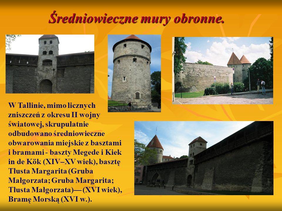 Średniowieczne mury obronne. W Tallinie, mimo licznych zniszczeń z okresu II wojny światowej, skrupulatnie odbudowano średniowieczne obwarowania miejs