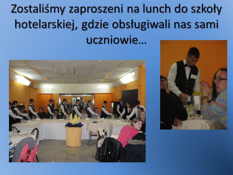 Zostaliśmy zaproszeni na lunch do szkoły hotelarskiej, gdzie obsługiwali nas sami uczniowie…