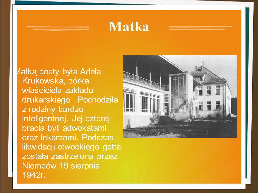 Matka Matką poety była Adela Krukowska, córka właściciela zakładu drukarskiego. Pochodziła z rodziny bardzo inteligentnej. Jej czterej bracia byli adw