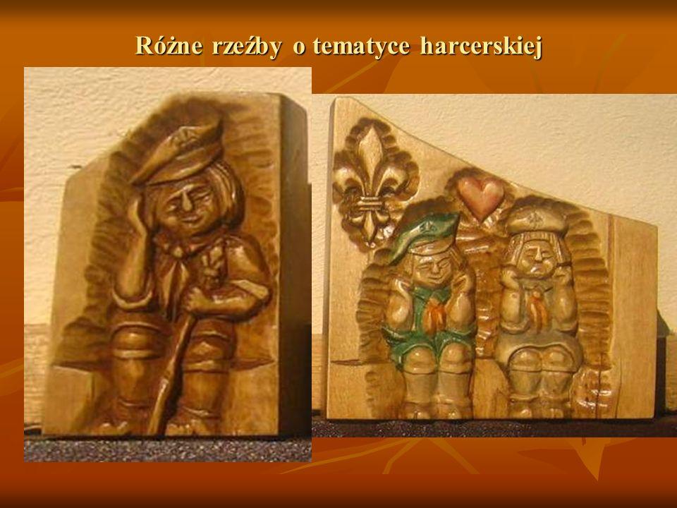 Różne rzeźby o tematyce harcerskiej