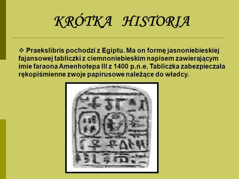 Praekslibris pochodzi z Egiptu. Ma on formę jasnoniebieskiej fajansowej tabliczki z ciemnoniebieskim napisem zawierającym imie faraona Amenhotepa III