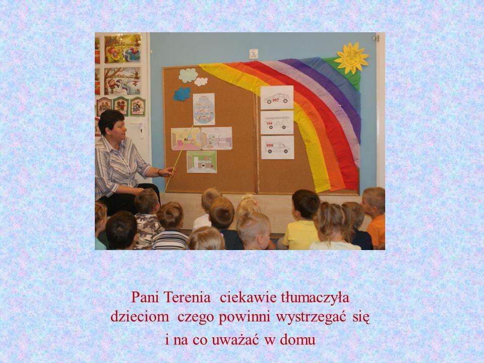 Pani Terenia ciekawie tłumaczyła dzieciom czego powinni wystrzegać się i na co uważać w domu