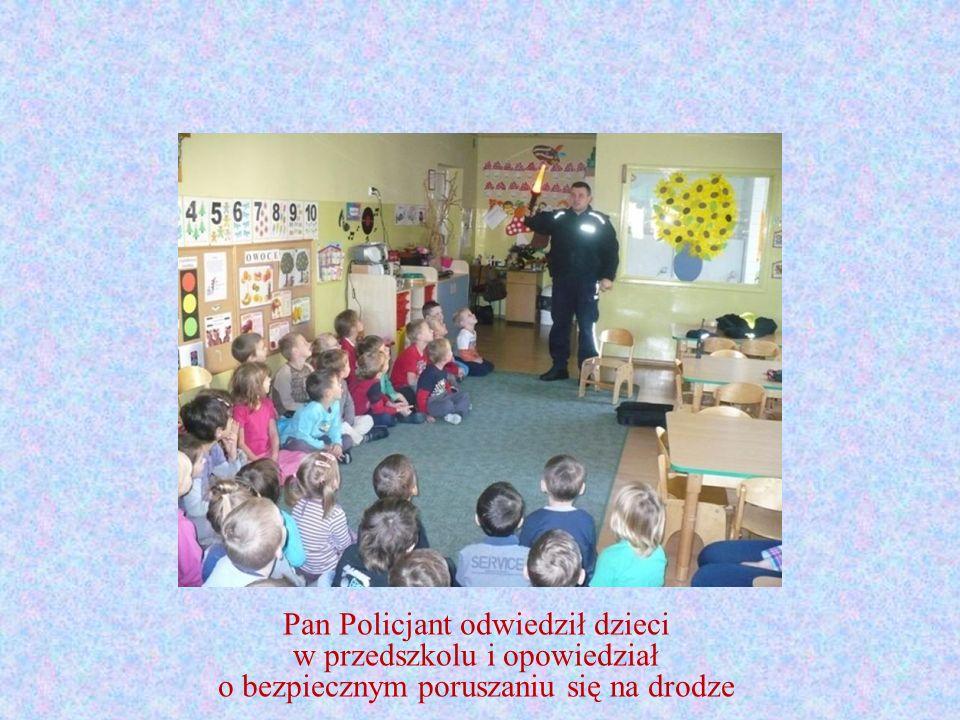 Pan Policjant odwiedził dzieci w przedszkolu i opowiedział o bezpiecznym poruszaniu się na drodze