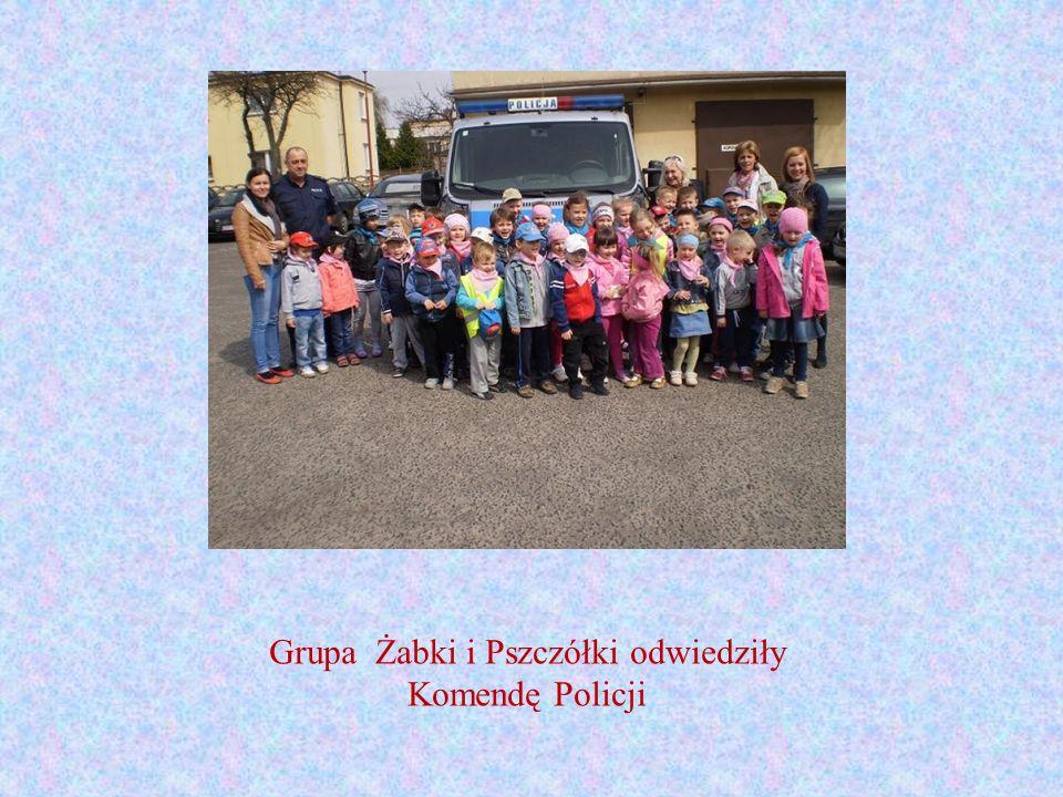 Grupa Żabki i Pszczółki odwiedziły Komendę Policji