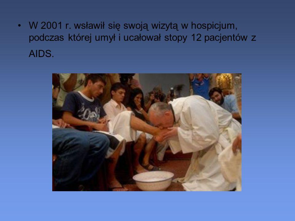 W 2001 r. wsławił się swoją wizytą w hospicjum, podczas której umył i ucałował stopy 12 pacjentów z AIDS.