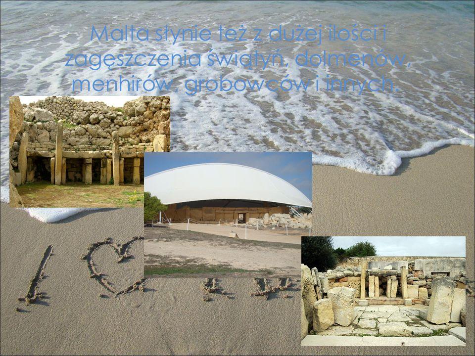 Malta słynie też z dużej ilości i zagęszczenia świątyń, dolmenów, menhirów, grobowców i innych.