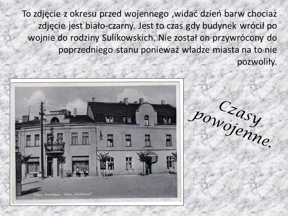 Czasy powojenne. To zdjęcie z okresu przed wojennego,widać dzień barw chociaż zdjęcie jest biało-czarny. Jest to czas gdy budynek wrócił po wojnie do