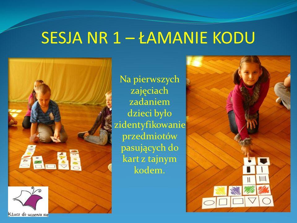 SESJA NR 1 – ŁAMANIE KODU Na pierwszych zajęciach zadaniem dzieci było zidentyfikowanie przedmiotów pasujących do kart z tajnym kodem.