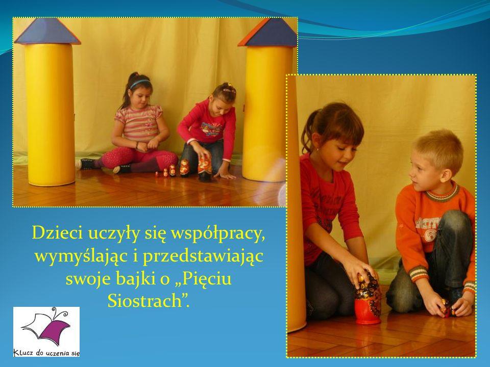 Dzieci uczyły się współpracy, wymyślając i przedstawiając swoje bajki o Pięciu Siostrach.