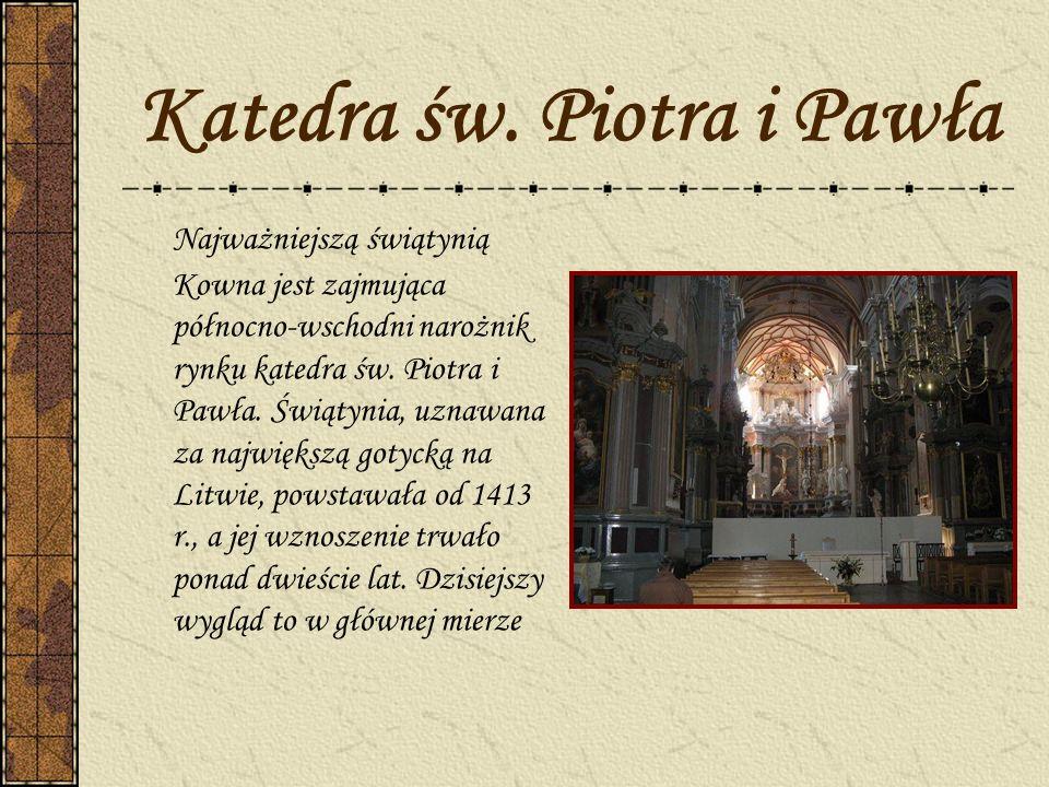 Katedra św. Piotra i Pawła Najważniejszą świątynią Kowna jest zajmująca północno-wschodni narożnik rynku katedra św. Piotra i Pawła. Świątynia, uznawa