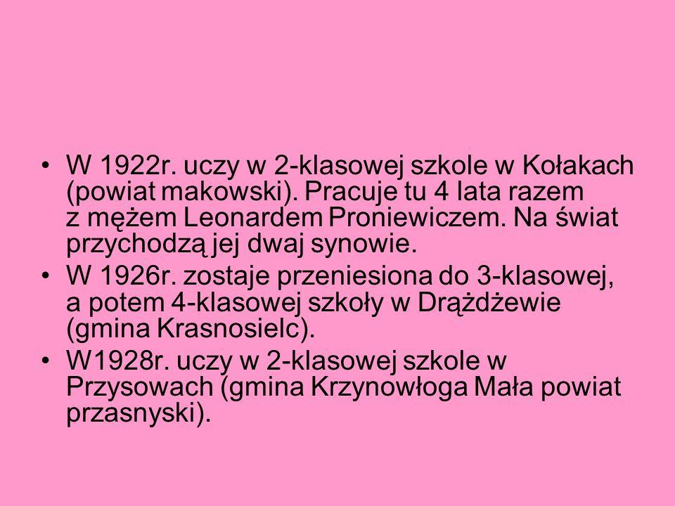 W 1922r. uczy w 2-klasowej szkole w Kołakach (powiat makowski). Pracuje tu 4 lata razem z mężem Leonardem Proniewiczem. Na świat przychodzą jej dwaj s