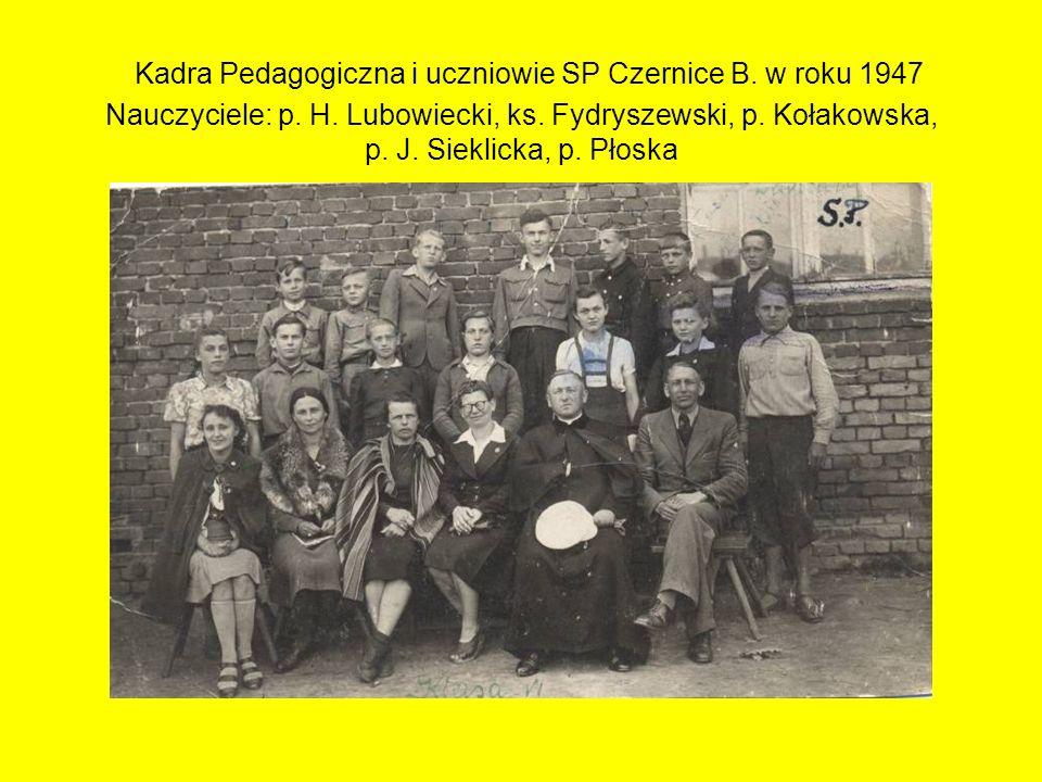 Kadra Pedagogiczna i uczniowie SP Czernice B. w roku 1947 Nauczyciele: p. H. Lubowiecki, ks. Fydryszewski, p. Kołakowska, p. J. Sieklicka, p. Płoska