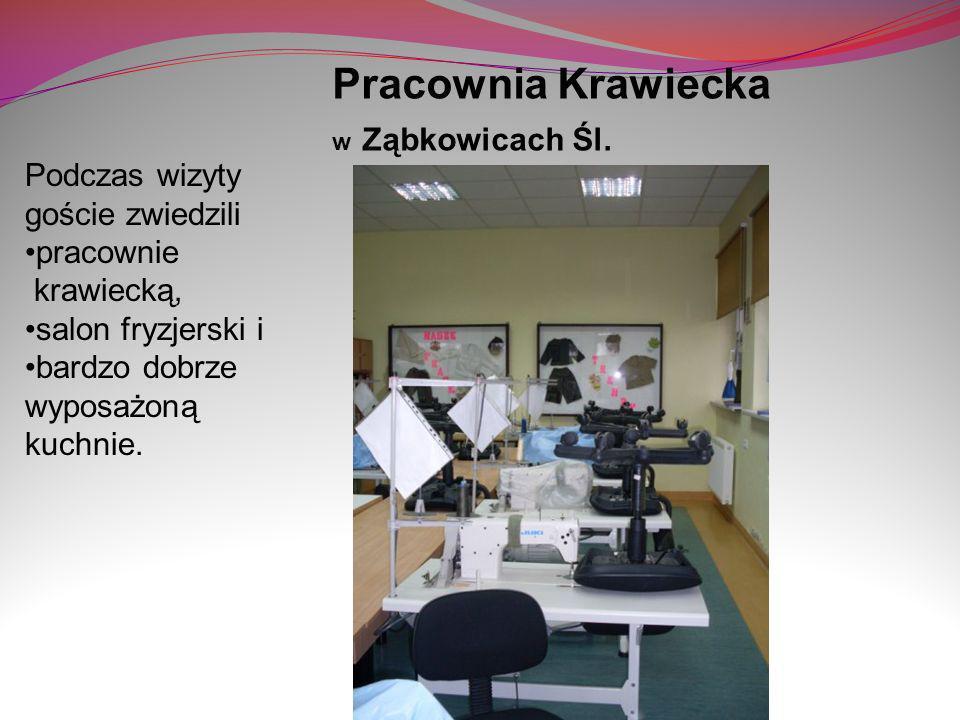 Pracownia Krawiecka w Ząbkowicach Śl. Podczas wizyty goście zwiedzili pracownie krawiecką, salon fryzjerski i bardzo dobrze wyposażoną kuchnie.