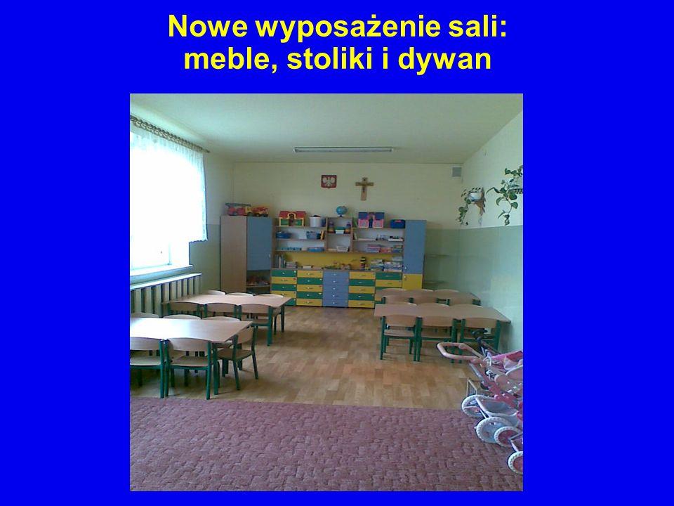 Nowe wyposażenie sali: meble, stoliki i dywan