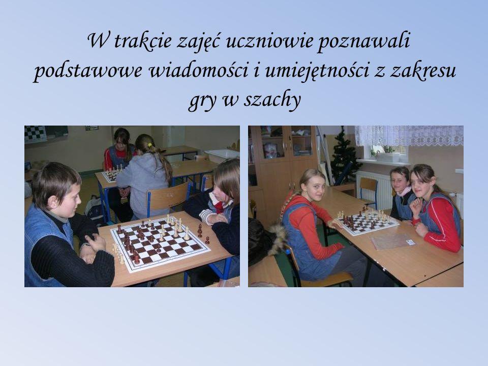 W trakcie zajęć uczniowie poznawali podstawowe wiadomości i umiejętności z zakresu gry w szachy