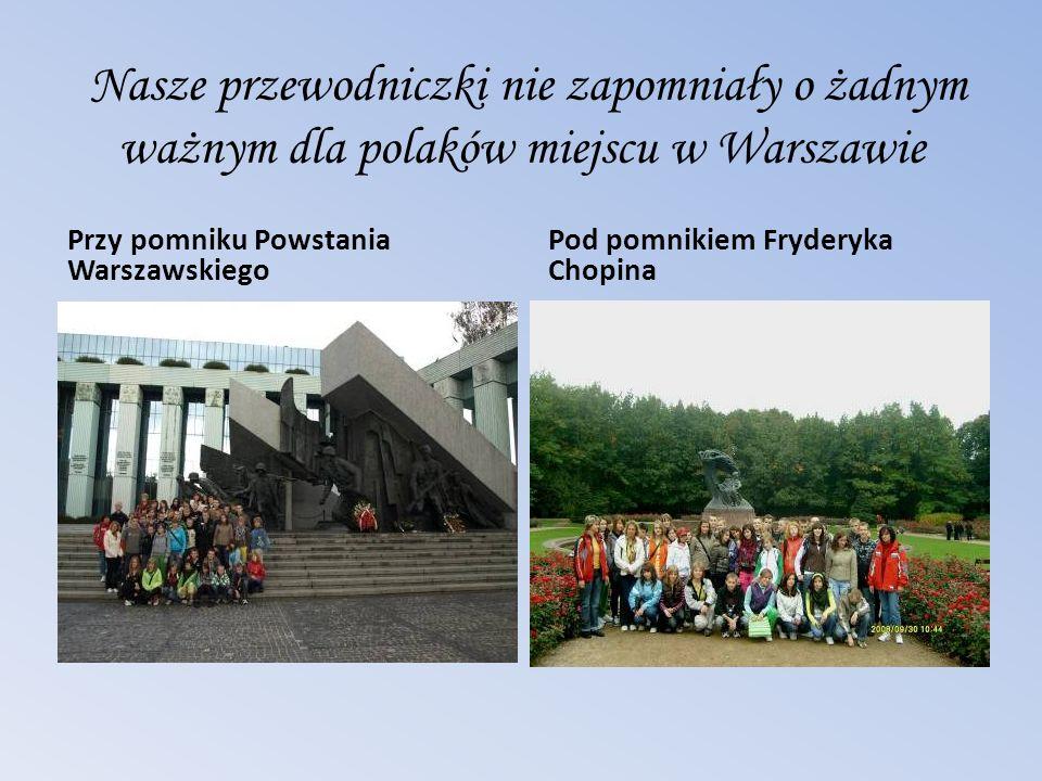 Nasze przewodniczki nie zapomniały o żadnym ważnym dla polaków miejscu w Warszawie Przy pomniku Powstania Warszawskiego Pod pomnikiem Fryderyka Chopin