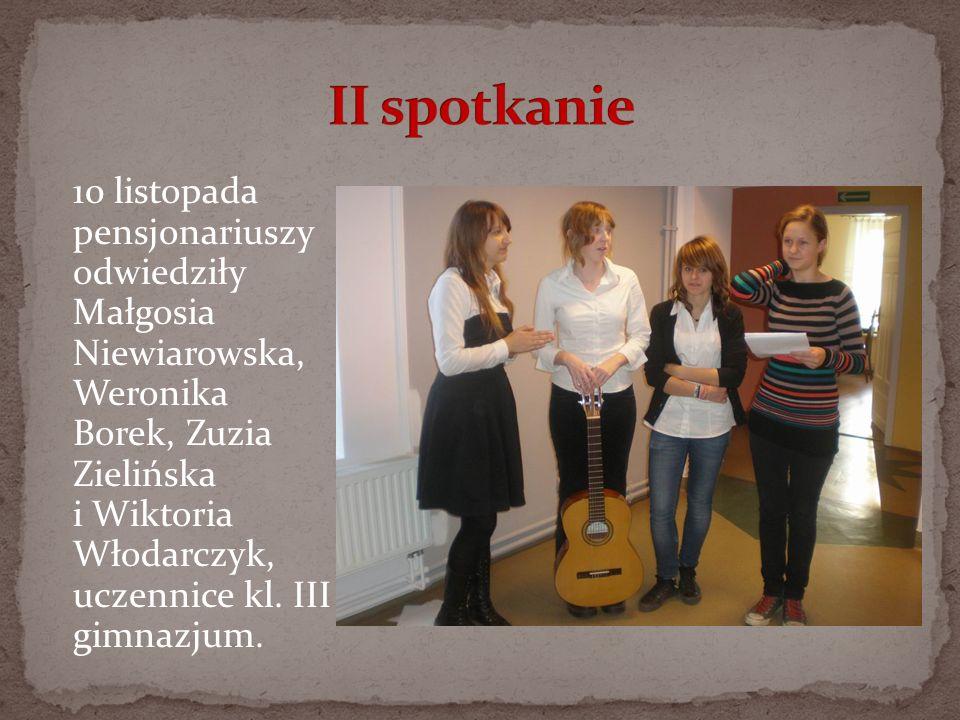 10 listopada pensjonariuszy odwiedziły Małgosia Niewiarowska, Weronika Borek, Zuzia Zielińska i Wiktoria Włodarczyk, uczennice kl. III gimnazjum.