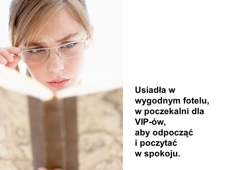 Wiedziała, że będzie musiała czekać przez kilka godzin dlatego kupiła sobie do czytania książkę. Kupiła również paczuszkę ciastek.