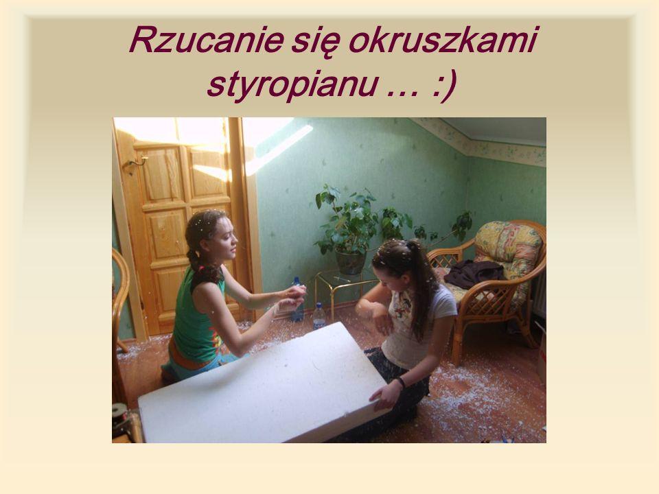 Rzucanie się okruszkami styropianu … :)