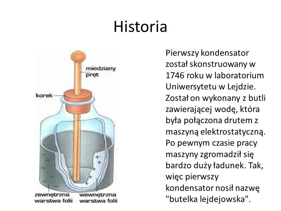 Historia Pierwszy kondensator został skonstruowany w 1746 roku w laboratorium Uniwersytetu w Lejdzie. Został on wykonany z butli zawierającej wodę, kt
