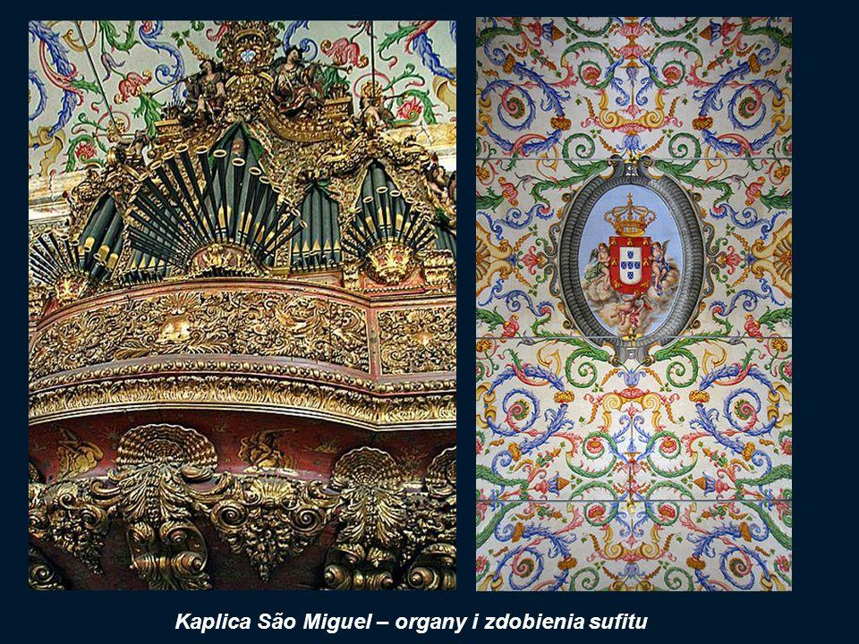 Kaplica Uniwersytetu Capela de São Miguel (Kaplica św. Michała), dekorowana azulejos, z pięknie ornamentowanym sklepieniem i barokowymi organami.