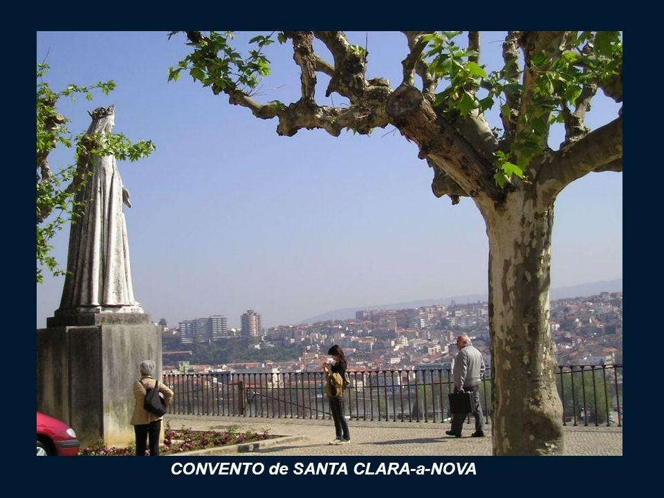 W 1650 roku powyżej Starego Klasztoru został wybudowany nowy klasztor CONVENTO de SANTA CLARA-a-NOVA. Częste zniszczenia powodziowe spowodowały, że za