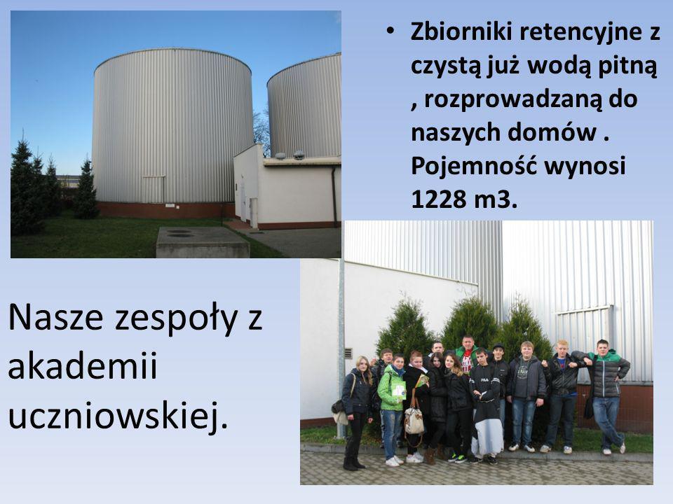 Nasze zespoły z akademii uczniowskiej. Zbiorniki retencyjne z czystą już wodą pitną, rozprowadzaną do naszych domów. Pojemność wynosi 1228 m3.