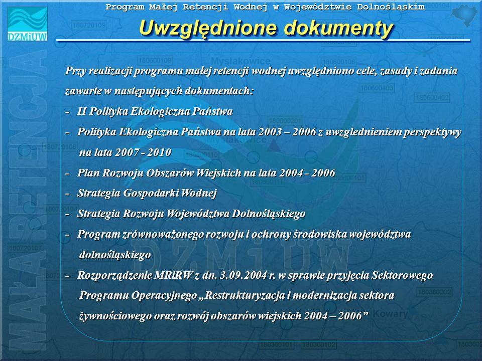 Program Małej Retencji Wodnej w Województwie Dolnośląskim Program małej retencji wodnej uwzględnia: - układ zlewniowy – większe dopływy rzeki Odry: Nysa Kłodzka, Oława, Ślęza, Bystrzyca, Widawa, Średzka Woda, Kaczawa, Bóbr z Kwisą, Barycz, Jezierzyca, Nysa Łużycka oraz bezpośrednie mniejsze dopływy - układ administracyjny wg powiatów i gmin Zlewniowy i administracyjny układ programu