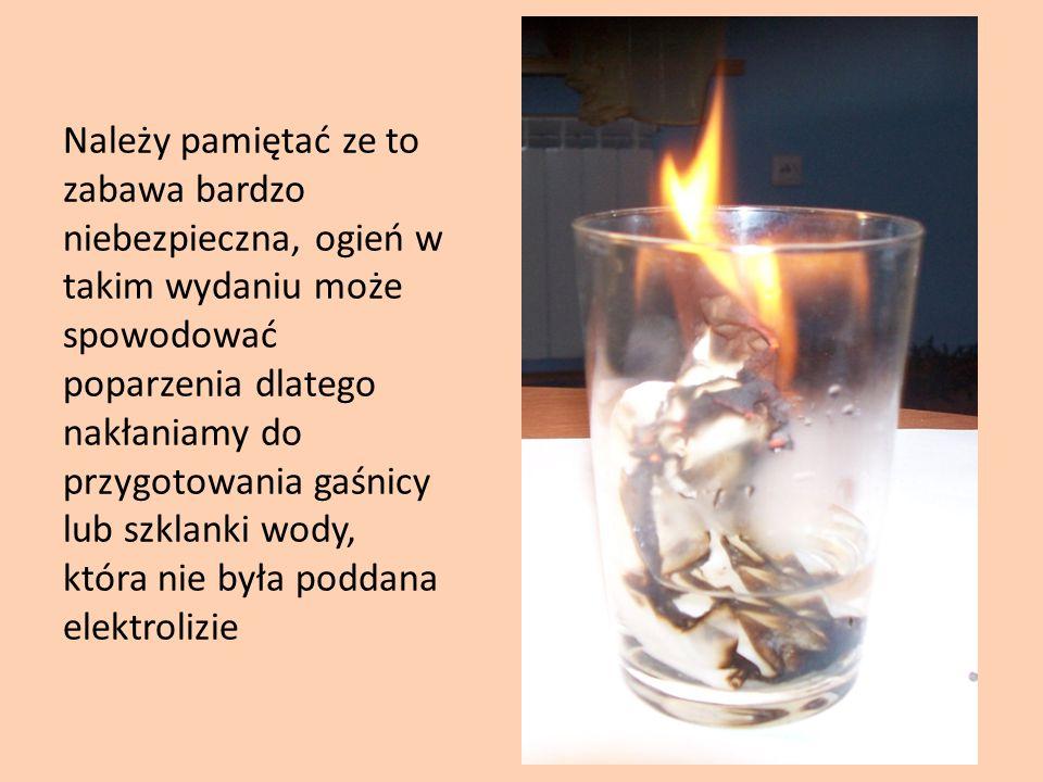 Należy pamiętać ze to zabawa bardzo niebezpieczna, ogień w takim wydaniu może spowodować poparzenia dlatego nakłaniamy do przygotowania gaśnicy lub sz