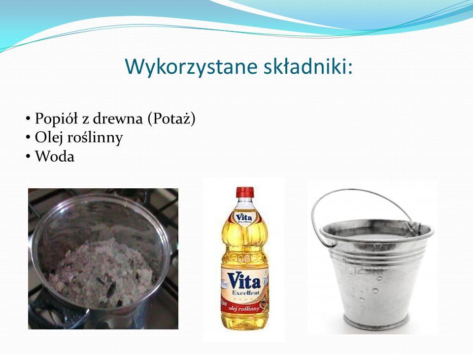 Krok 1.Należy zagotować wodę z popiołem i dobrze wymieszać.