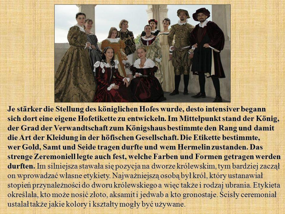 Je stärker die Stellung des königlichen Hofes wurde, desto intensiver begann sich dort eine eigene Hofetikette zu entwickeln. Im Mittelpunkt stand der