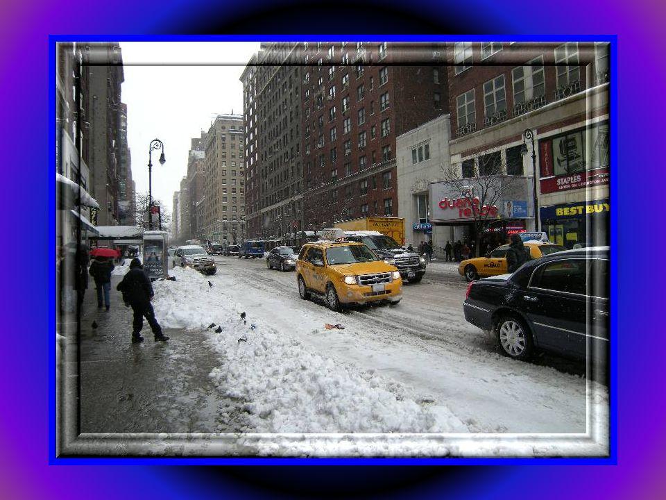 W Ameryce, w miastach jak śnieg pada to nikt z nim nie walczy. Wychodzą z takiego założenia, że się nie opłaca. Niech pada. Oczywiście na autostradach