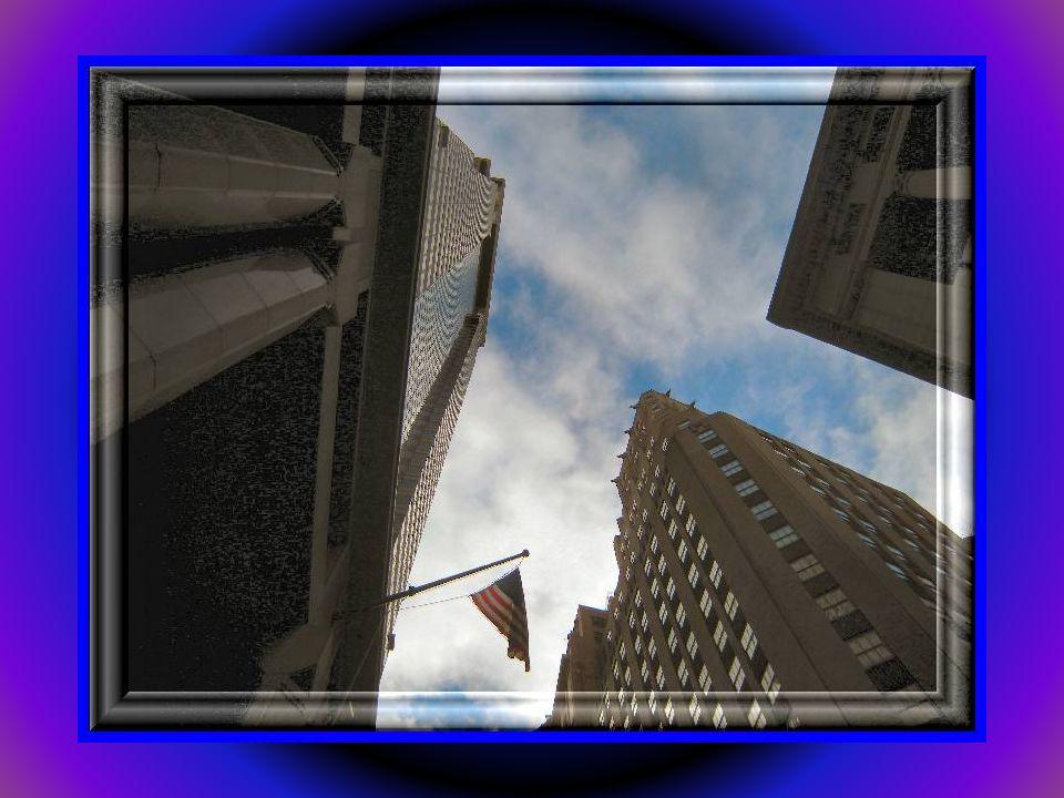 Federal Hall mieści się w samym sercu największego na świecie centrum finansowego. Jest mnóstwo policji, a jeszcze więcej turystów:)Przód i tył budynk
