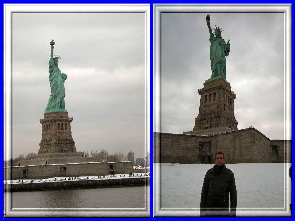 Statua Wolności - pochodnia symbolizuje oświecenie, 7 promieni korony-kontynenty i trzymana w dłoni tablica to Deklaracja Niepodległości Statue of Lib