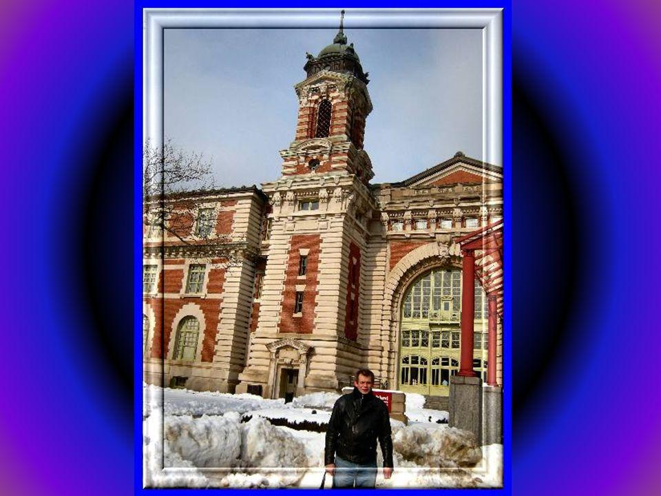 Ellis Island, wyspa niedaleko Manhattanu. Na wyspie działało główne centrum przyjmowania imigrantów do Stanów Zjednoczonych przybywających z Europy. E