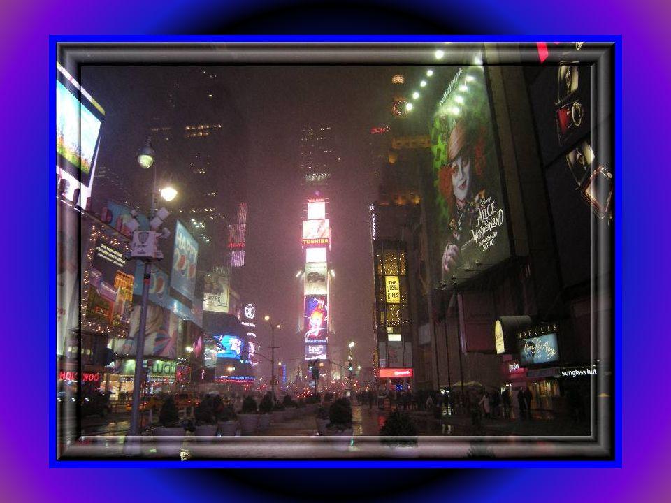 Rockefeller Center jest największym w świecie prywatnym kompleksem budynków, placów i ulic.