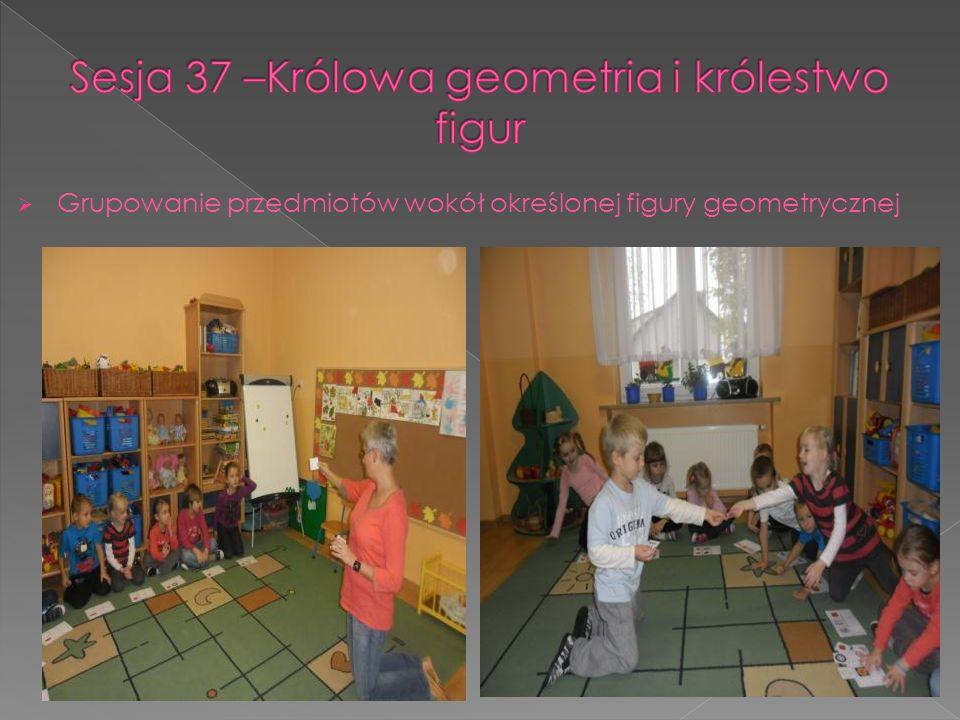 Grupowanie przedmiotów wokół określonej figury geometrycznej