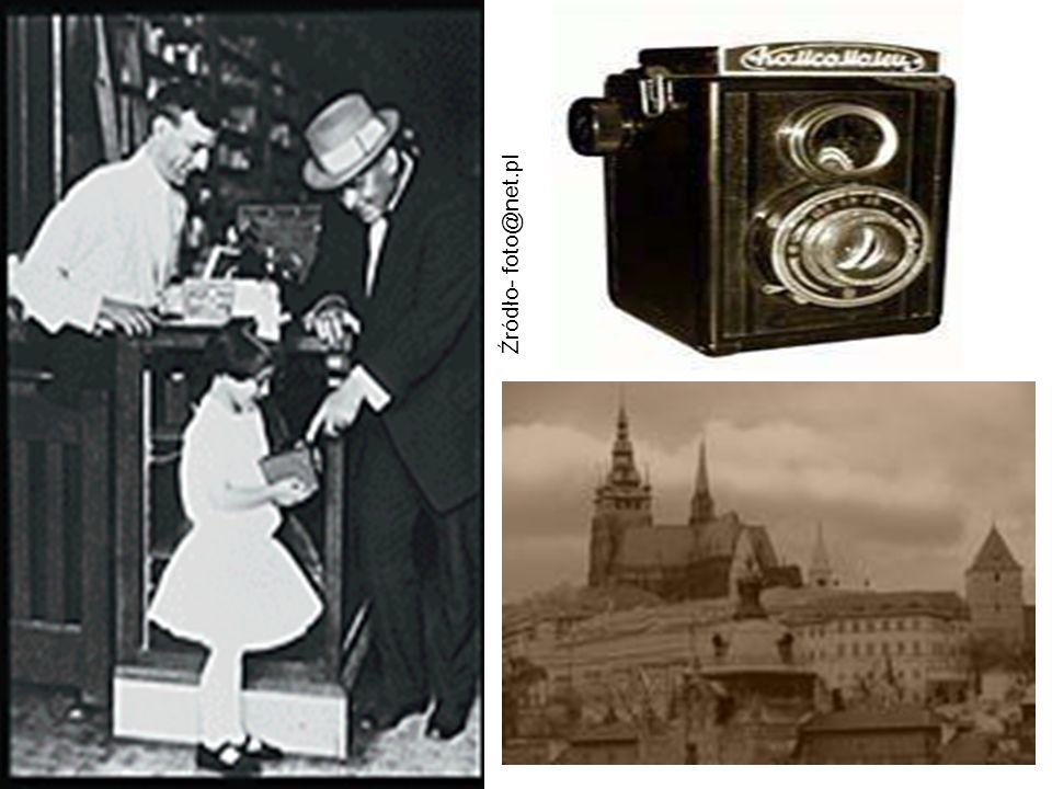 Klasyczne aparaty fotograficzne Analogowy aparat fotograficzny jest urządzeniem przystosowanym do naświetlania materiału światłoczułego.