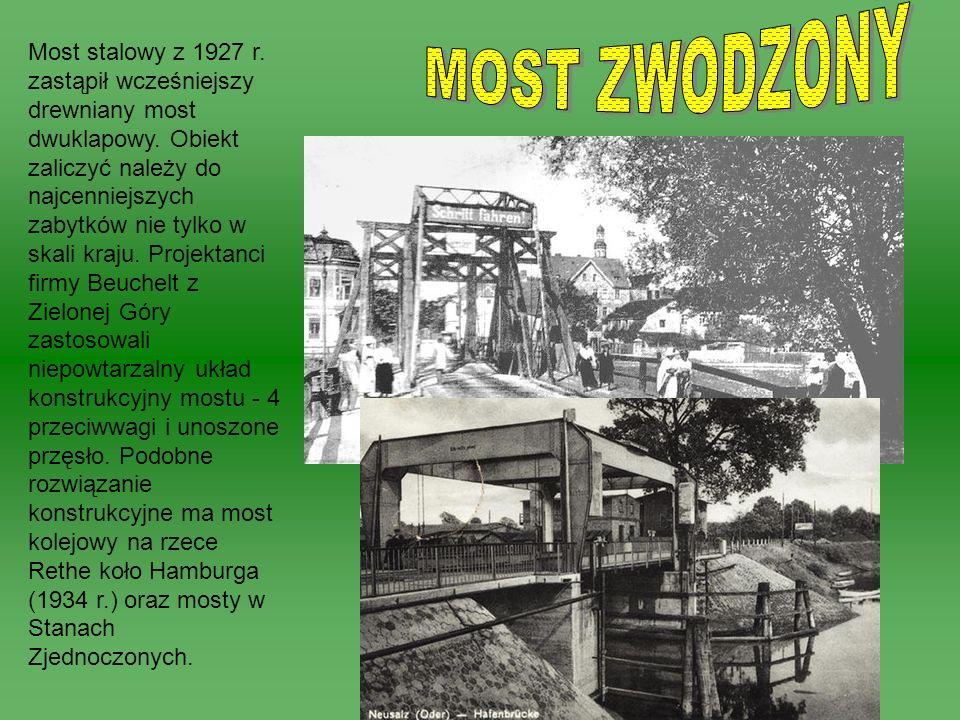 Most stalowy z 1927 r. zastąpił wcześniejszy drewniany most dwuklapowy. Obiekt zaliczyć należy do najcenniejszych zabytków nie tylko w skali kraju. Pr