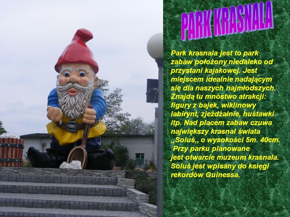 Park krasnala jest to park zabaw położony niedaleko od przystani kajakowej.