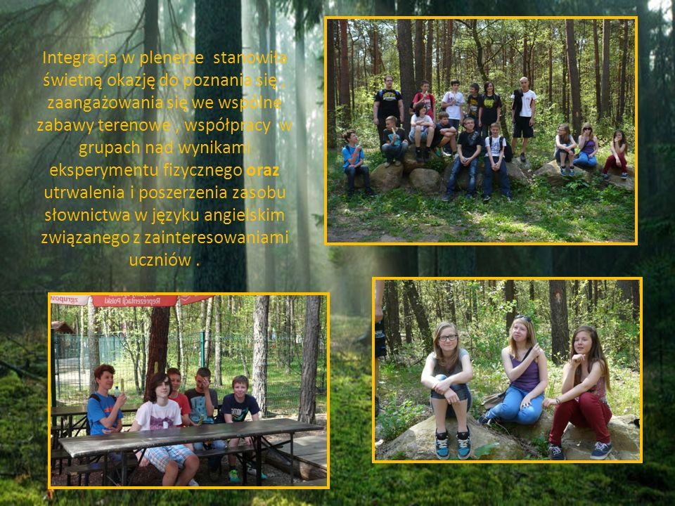 Integracja w plenerze stanowiła świetną okazję do poznania się, zaangażowania się we wspólne zabawy terenowe, współpracy w grupach nad wynikami eksper
