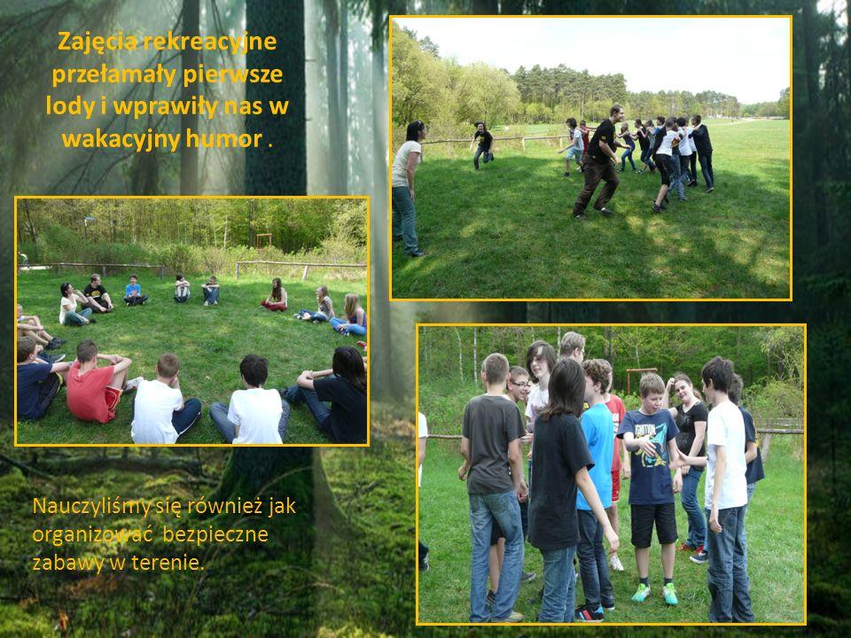 Nauczyliśmy się również jak organizować bezpieczne zabawy w terenie. Zajęcia rekreacyjne przełamały pierwsze lody i wprawiły nas w wakacyjny humor.
