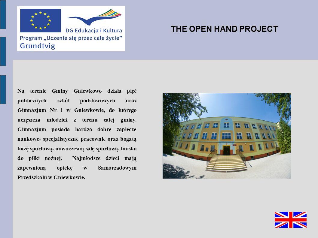 Na terenie Gminy Gniewkowo działa pięć publicznych szkół podstawowych oraz Gimnazjum Nr 1 w Gniewkowie, do którego uczęszcza młodzież z terenu całej gminy.