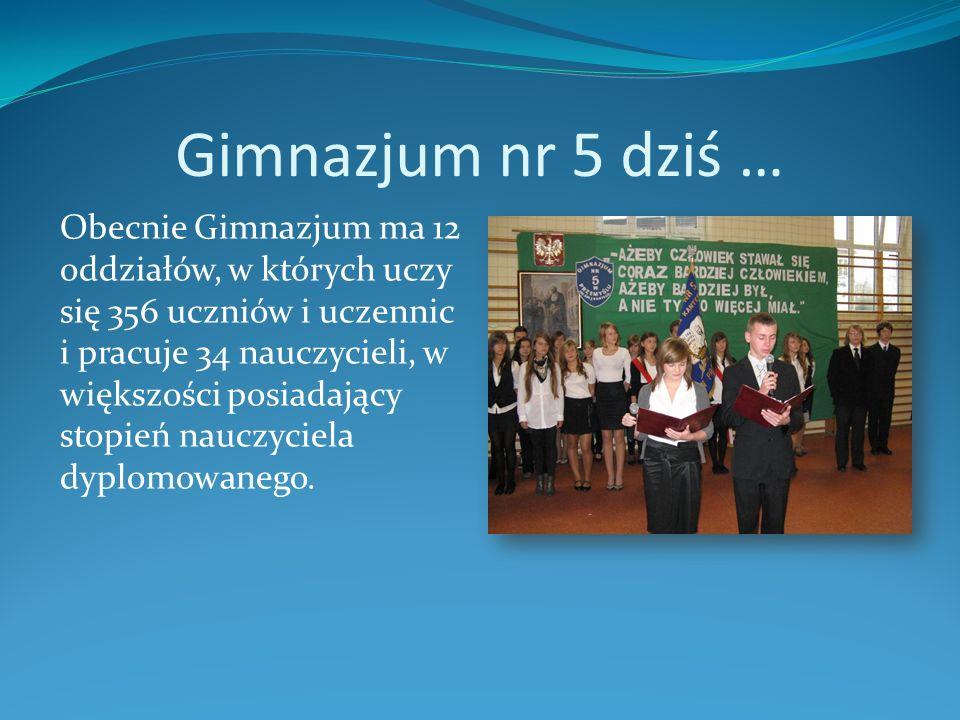 Gimnazjum nr 5 dziś … Obecnie Gimnazjum ma 12 oddziałów, w których uczy się 356 uczniów i uczennic i pracuje 34 nauczycieli, w większości posiadający