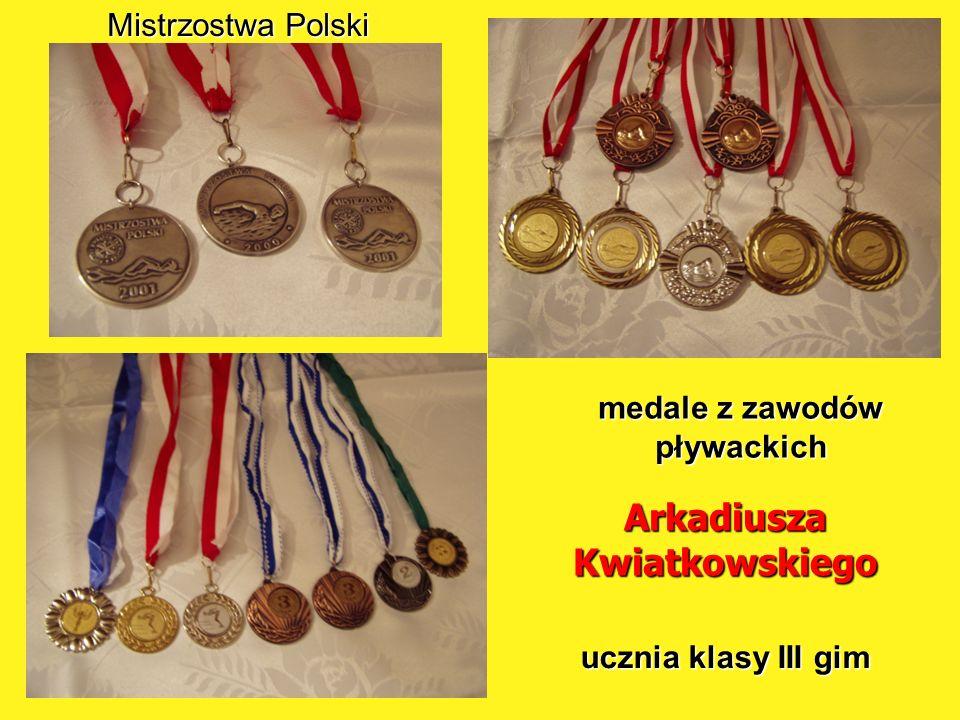 medale z zawodów pływackich Arkadiusza Kwiatkowskiego ucznia klasy III gim Mistrzostwa Polski