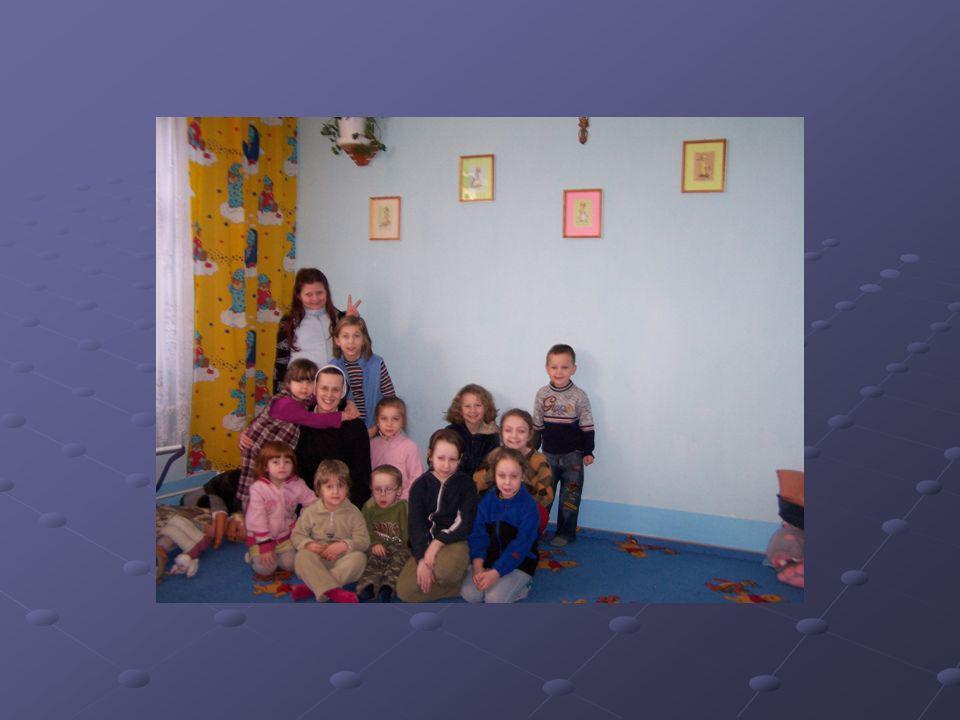 OSÓB CHĘTNYCH DO POMOCY W WOLONTARIACIE oprócz pomocy materialnej dzieci potrzebują obecności życzliwych osób, gestów miłości i akceptacji